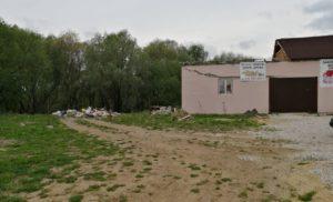Незаконная свалка и разрушенные магазины